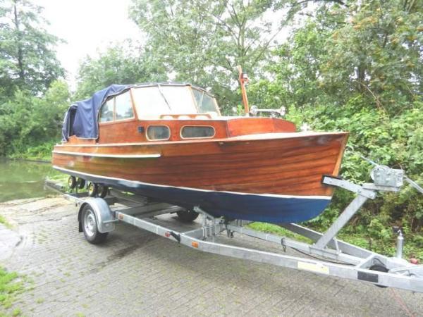 Gerestaureerde klassieke Zweedse motorboot