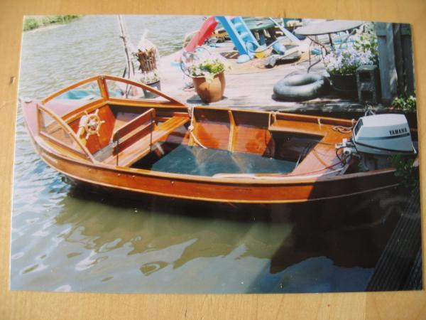 Mahonie houten tourboot